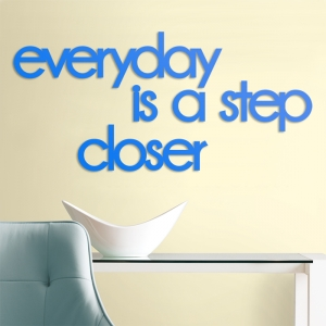 Everyday is a step closer - napis 3D